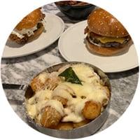 Burger & Beyond serverer burgere med modnet oksekød i sesambolle